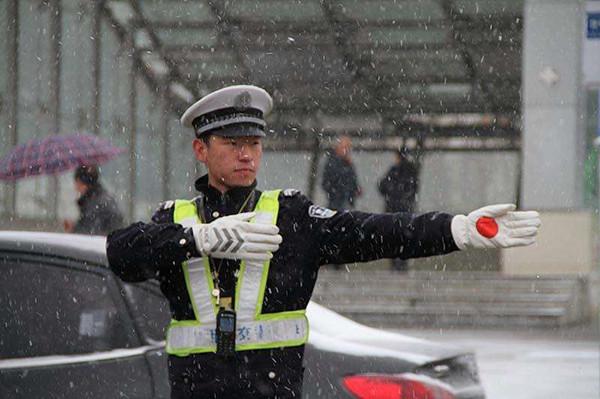 交警大队利用106短信平台,提醒市民冬季行车安全