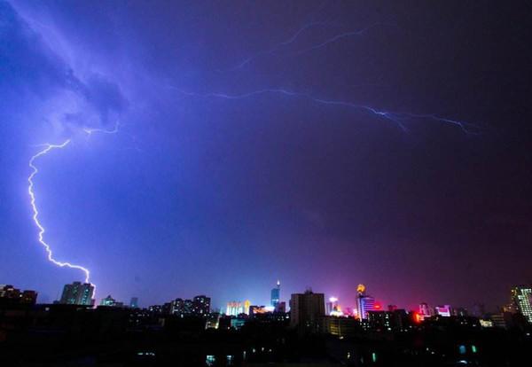 气象局利用群发短信平台,提醒市民黄色雷电预警