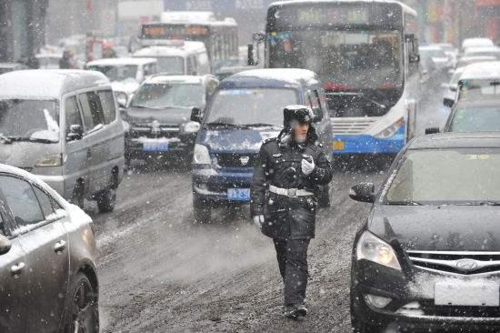 交警大队通过短信平台 发送万条交通安全提示手机短信