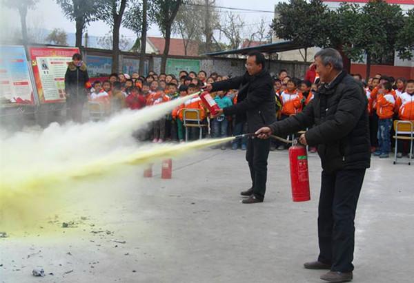 县消防大队通过短信平台 提醒市民注意消防安全